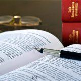 abogado, abogados, salinero, despacho, bufete, ley, lex, law, sala de juntas, reunión, frases, citas, salamanca, gran vía, david gonzalez salinero, libro, justicia, figura, escultura, reloj, pluma, antiguo, gafas